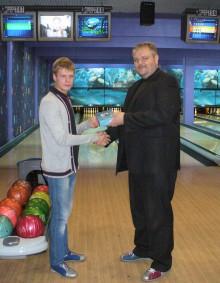 Алексей Устинов - победитель турнира по боулингу
